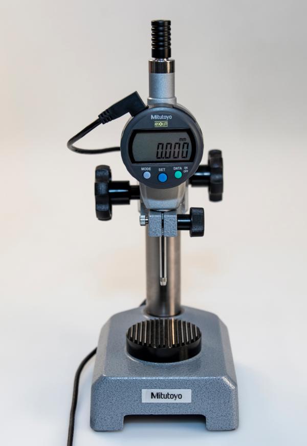 Cáp truyền dữ liệu cho thiết bị đo đầu trái chữ L, 2m Mitutoyo, 905694